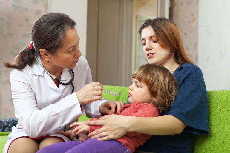 Jak sobie radzić z wymiotami u dziecka?
