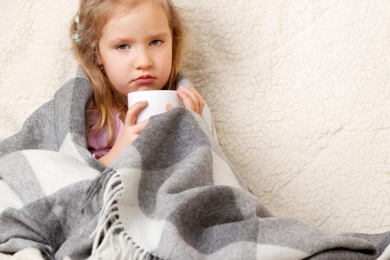 Jak sobie radzić z przeziębieniem u małego dziecka?