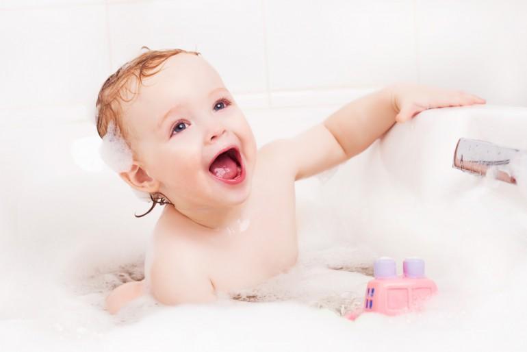 Wrażliwa skóra – co warto wiedzieć o pielęgnacji niemowlaka?
